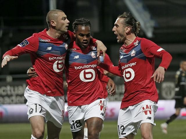 Drei jubelnde Lille-Spieler.