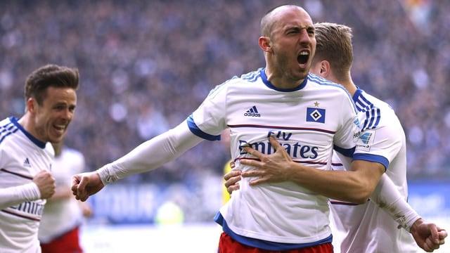 Josip Drmic jubelt im Dress des HSV. Er hat soeben einen Treffer erzielt.