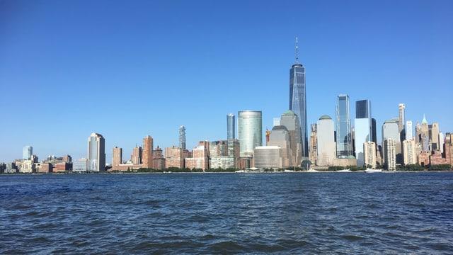 Blick über den Hudson auf die Skyline von New York.