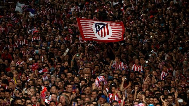 Atletico-Fans feiern den spanischen Meistertitel.