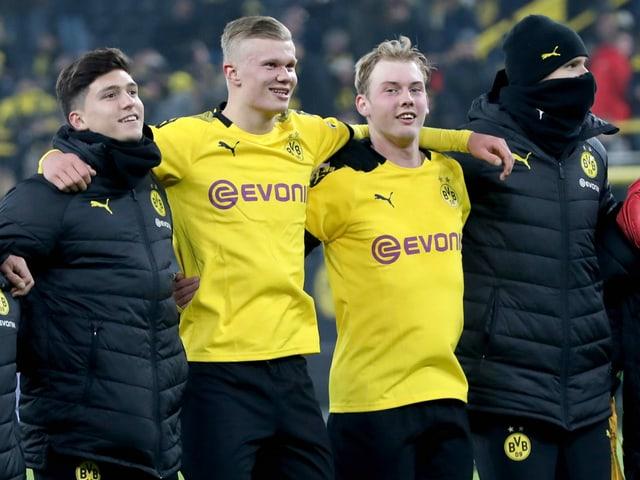 Erling Haaland (2. v. l.) fühlt sich in Dortmund wohl.