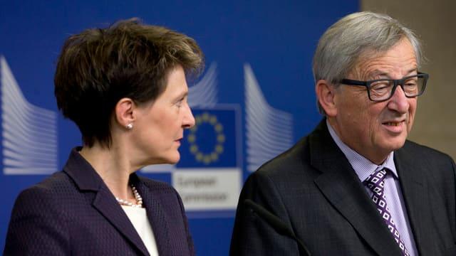 Simonetta Sommaruga und Jean-Claude Juncker an der Medienkonferenz.