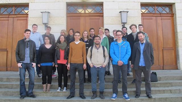 Gruppenfoto vor dem Grossratsgebäude