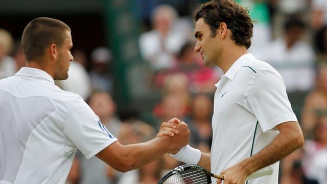 Bislang musste Juschni (links) Federer nach jedem Duell zum Sieg gratulieren.