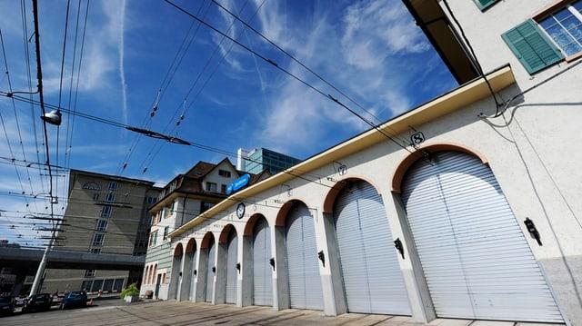 Die Dächer der VBZ-Tramdepot (hier: Depot Hard) sollen zu Solaranlagen werden.
