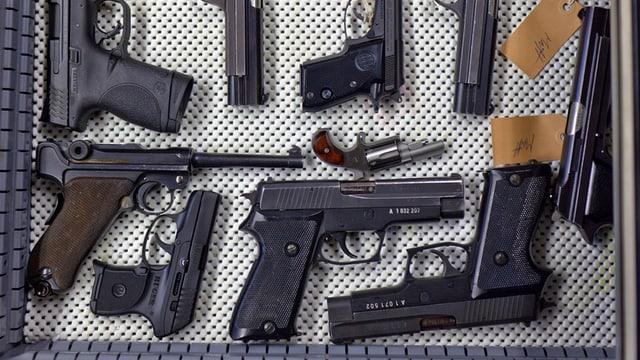 Armas en in truchet d'in ferrer d'armas svizzer.