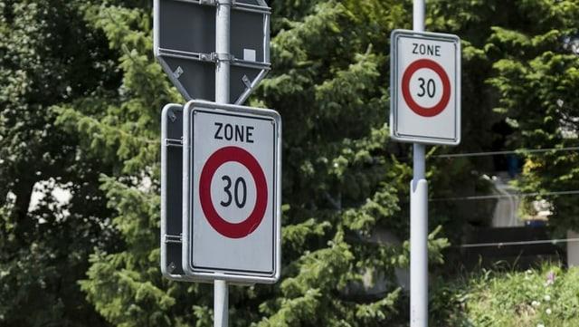 Verkehrstafeln mit Tempo30