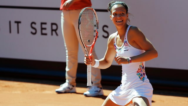 Victorija Golubic sin la palzza da tennis a Gstaad.