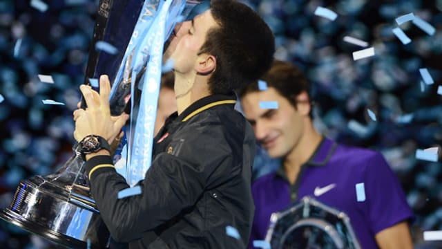 Novak Djokovic mit dem Pokal.