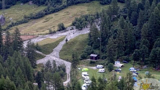Campingplatz, Brauner Bach daneben