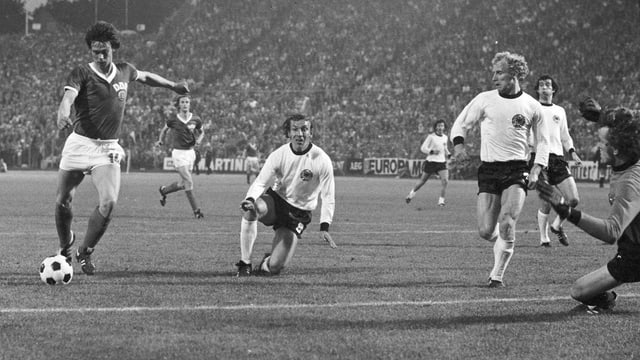 Jürgen Sparwasser schiesst die DDR 1974 mit seinem Treffer zum Vorrundensieg gegen die BRD.