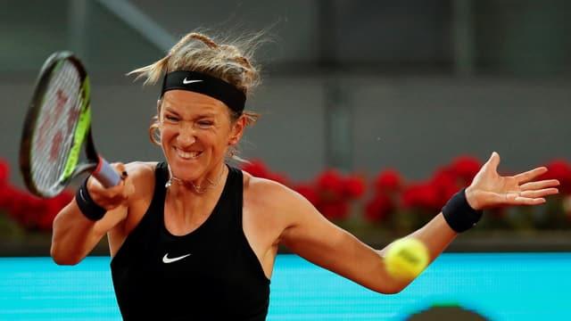 Viktoria Azarenka auf dem Court mit angesoannter Mimik