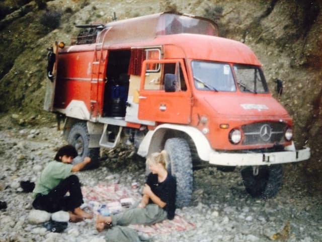 «Der erste unserer Hippie Busse. Das Bild ist im Hindukusch aufgenommen. Bis dorthin brauchten wir anderthalb Jahre....»