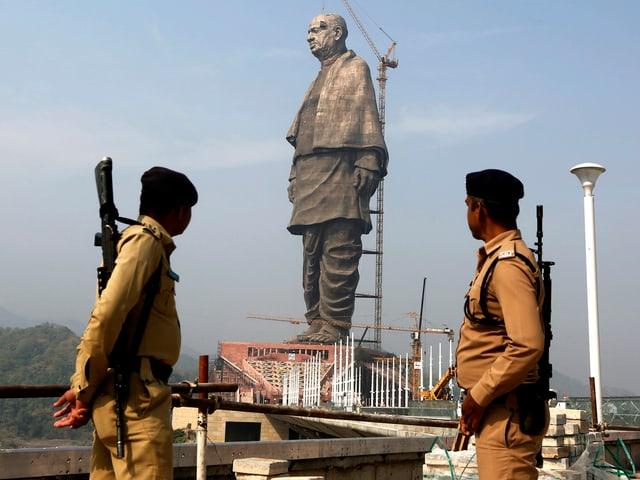 Statue von weitem.