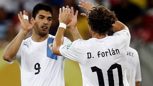 Luiz Suarez und Diego Forlan sind bereit, Uruguay in die Halbfinals zu schiessen.
