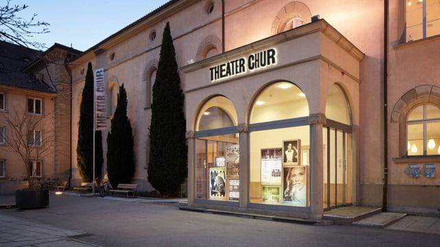 Entrada dal teater a Cuira.