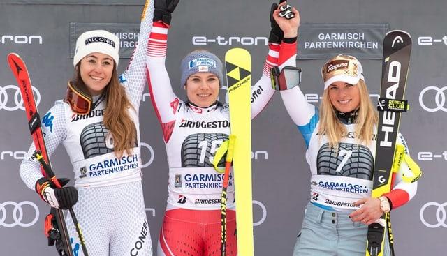 Da sanester: Sofia Goggia, Nicole Schmidhofer e Lara Gut Behrami.