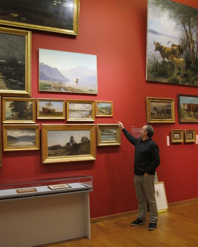 Allerheiligen- Direktor Peter Jezler vor einigen Exponaten der Ankerausstellung in seinem Museum