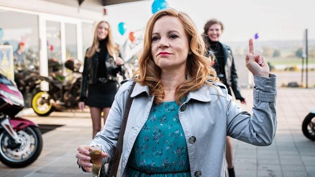 Will ihren alten Job zurück: Wanda Wylowa als Monika.