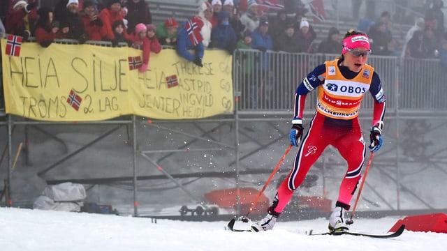 Therese Johaug biegt in Oslo auf die Zielgerade ein.