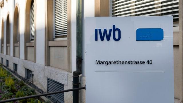 IWB Schild vor Gebäude
