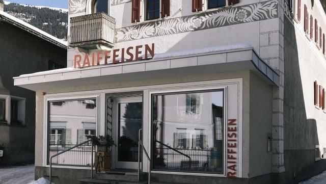 Filiala da banca Raiffeisen.