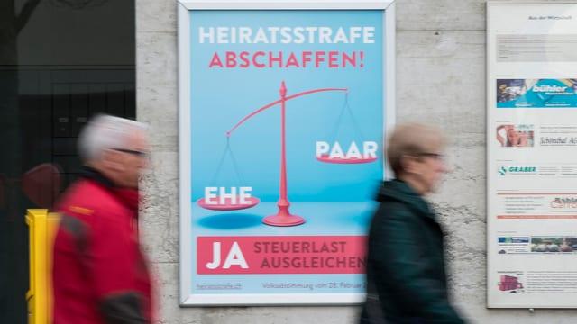 """Placat da la campagna pro l'iniziativa """"Per la lètg e la famiglia – Na als dischavantatgs per pèrs maridads"""""""