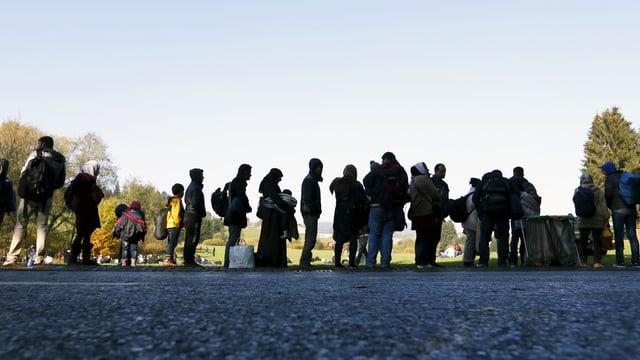 Flüchtlinge an der deutsch-österreichischen Grenze nahe Passau.