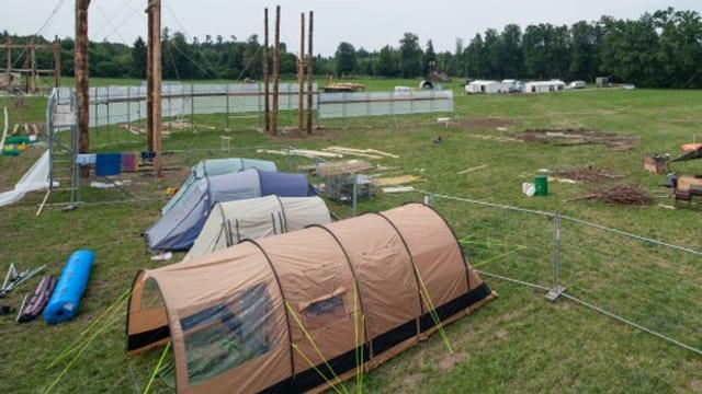 Zelte auf Wiese