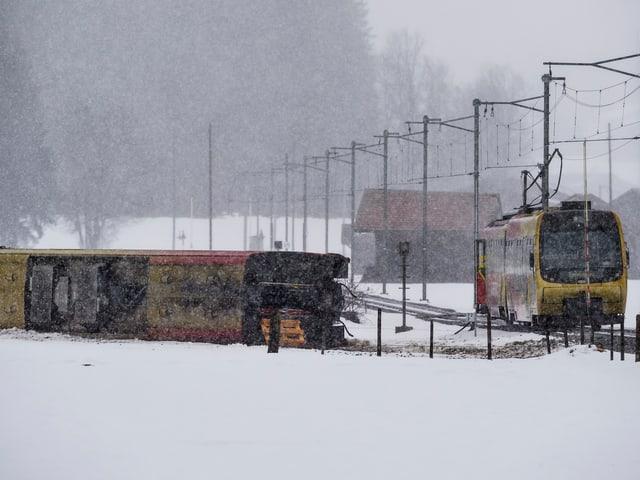 Entgleister Bahnwagen
