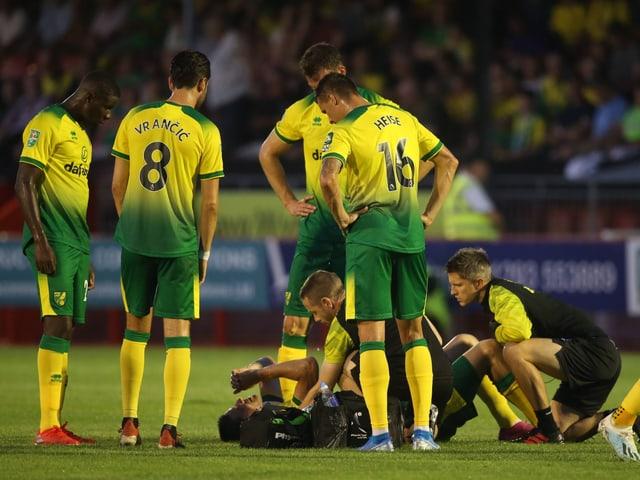 Internationale Fussball-News - Timm Klose schwer am Knie verletzt