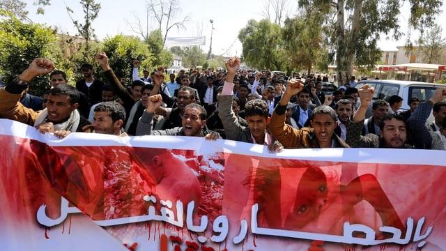 Demonstration gegen die Luftangriffe der saudi-arabischen Koalition im Jemen.