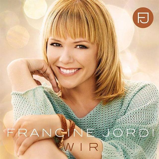 Die blondhaarige Sängerin trägt auf dem CD-Cover einen hellblauen Pullover.