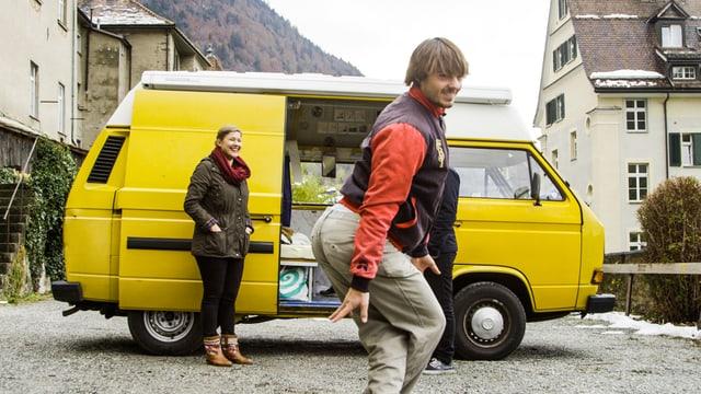 Kilian ist Tänzer und reist mit seinem Büssli durch ganz Europa.