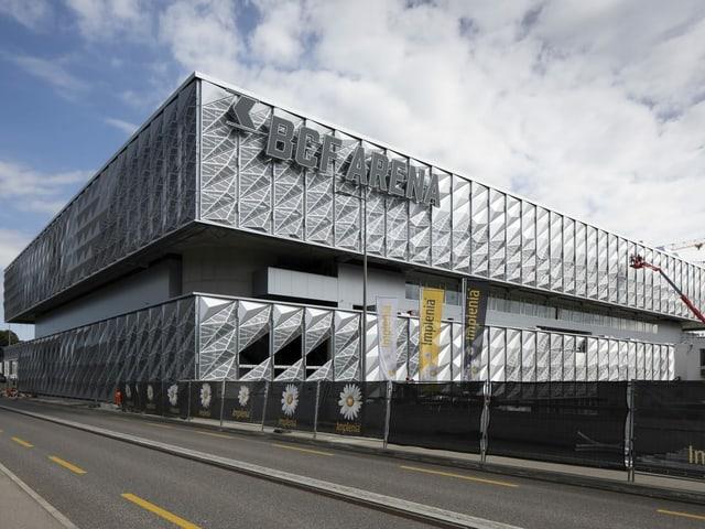 Eishockey-Stadion von aussen.