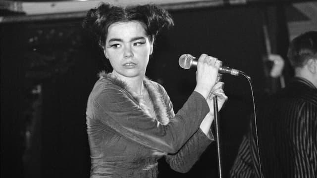 Björk auf der Bühne.