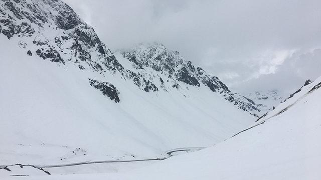 Vista vers Bravuogn - la via dal Alvra e blera naiv