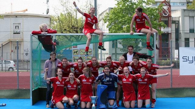 Freuen sich über Erfolge und über die Unterstützung der Gemeinde: Die Frauen des Landhockeyclubs Rotweiss Wettingen.