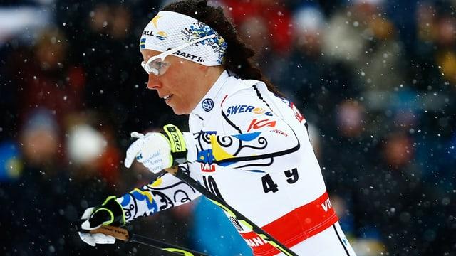 La nova campiunessa mundiala sur 10 kilometers stil liber, Charlotte Kalla.