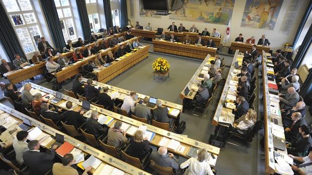Der Landrat hat Sitzung. Blick von der Tribüne.