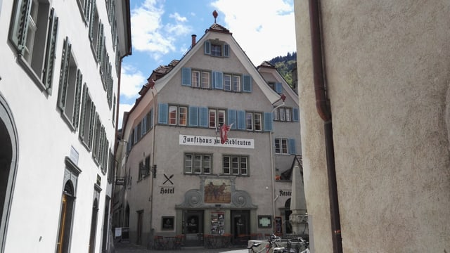 Il Zunfthaus Zur Rebleuten en la citad veglia da Cuira.