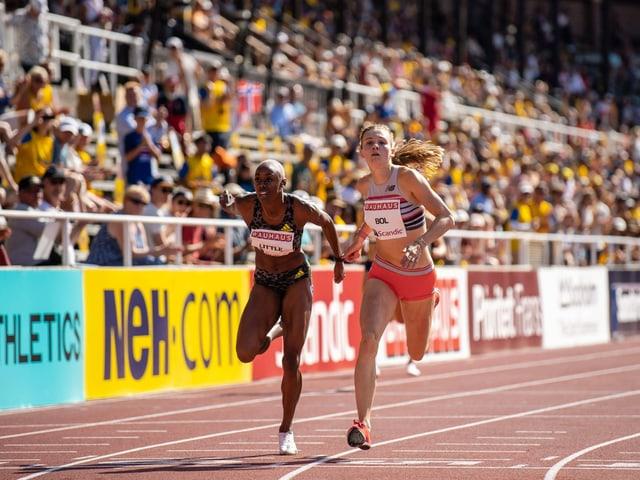 Shamier Little (l.), fünftschnellste Frau der Geschichte über 400 m Hürden, und Femke Bol, viertschnellste Frau der Geschichte.
