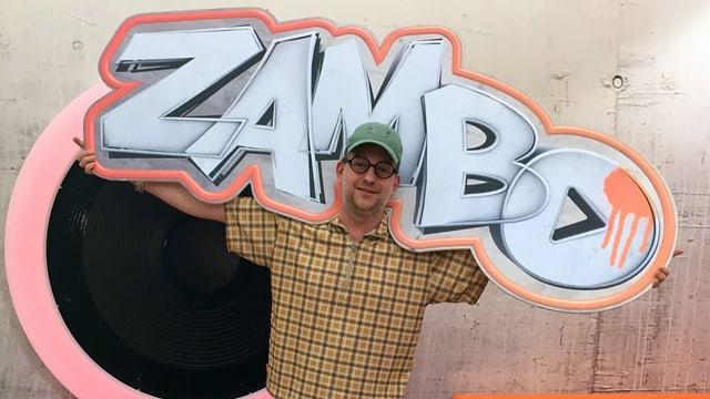 De Michael mit Zambo-Schild auf der Schulter.