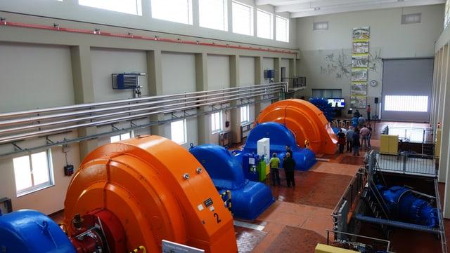 Las ovras da Alois Carigiet èn exponidas en la halla da las Ovras electricas da Turitg a Tinizong.