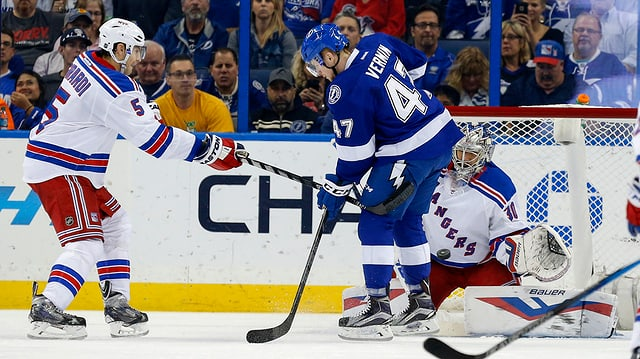 giugaders da hockey, in cun resti alv, entamez in cun resti blau