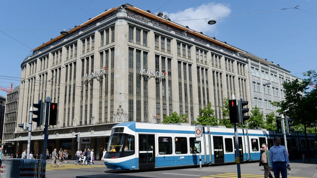 Dss Warenhaus Manor an der Zürcher Bahnhofstrasse.