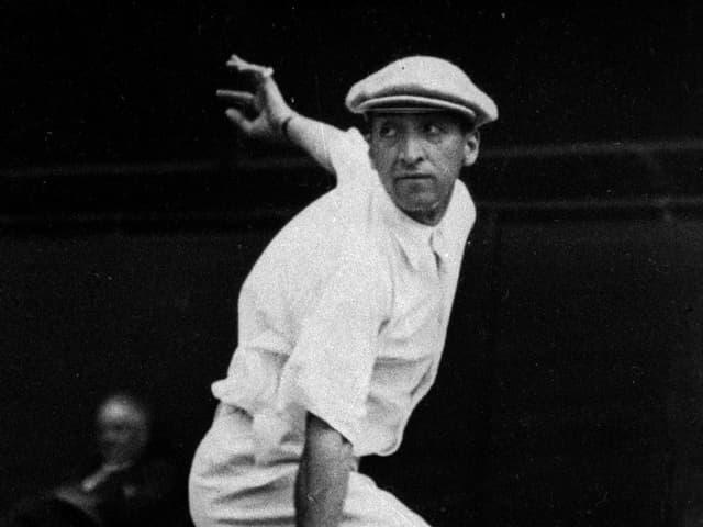 René Lacoste bei einem Tennisspiel
