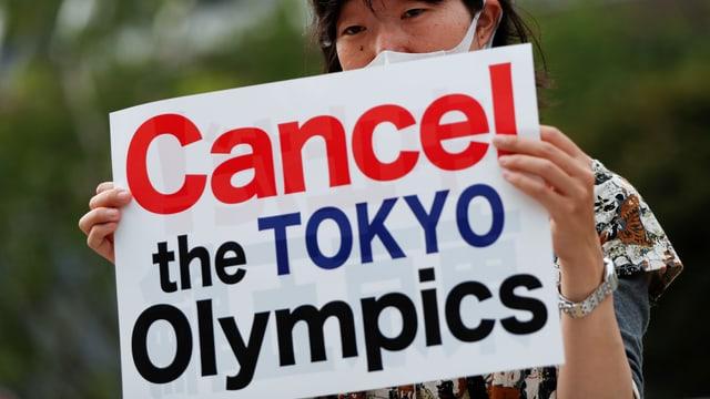 Demonstrantin in Tokio, 23. Juli 2020