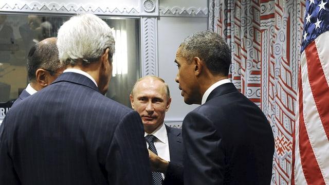 Barack Obama e Wladimir Putin cun lur ministers da l'exteriur.