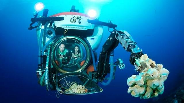 Ein Mann und eine Frau in einem U-Boot